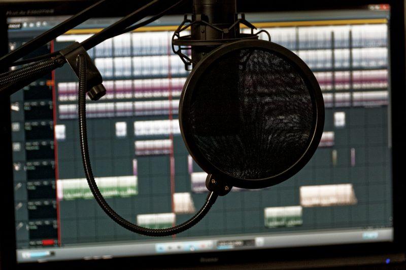 studio-1003136